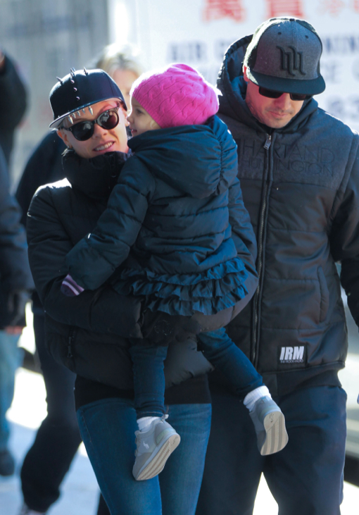 Pink & Family Bundle Up In The Big Apple