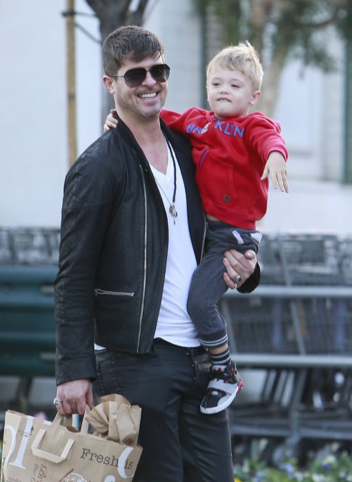 Robin Thicke Shops For Groceries With His Son