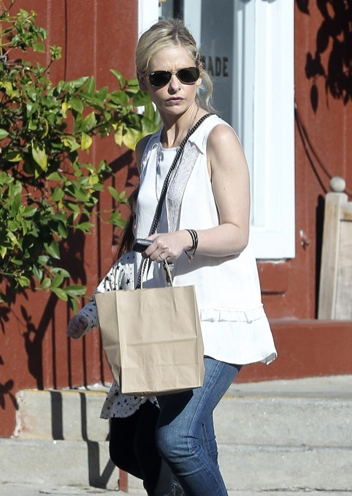 Sarah Michelle Gellar & Charlotte Stop By the Country Mart