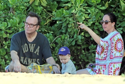 Tom Arnold & Family Vacation in Maui For The Holidays