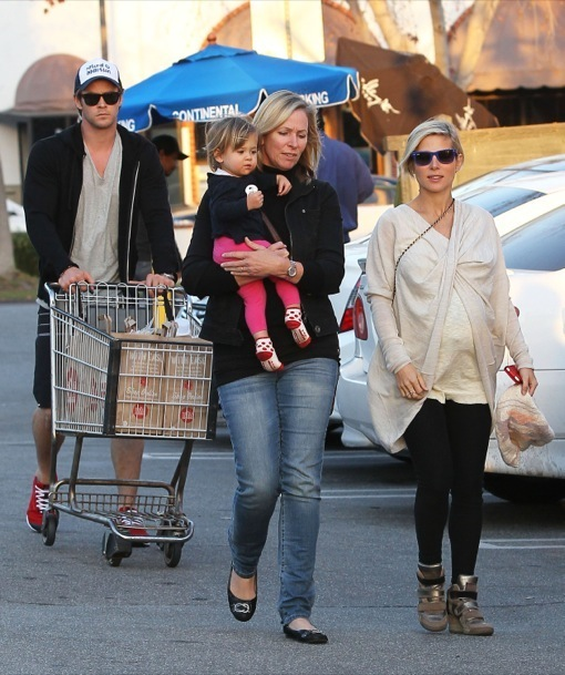 Chris Hemsworth & Elsa Pataky Shop For Groceries