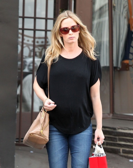 Pregnant Emily Blunt Gets Waxed