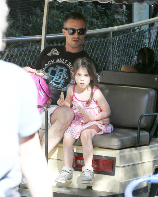 Freddie Prinze Jr Takes Charlotte to the Zoo