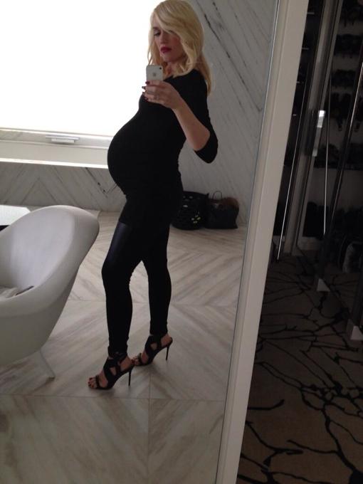 Gwen Stefani Shows Off Huge Bump in Pregnancy Selfie