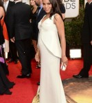Kerry Washington Shows off her Baby Bump on the Golden Globes Red Carpet