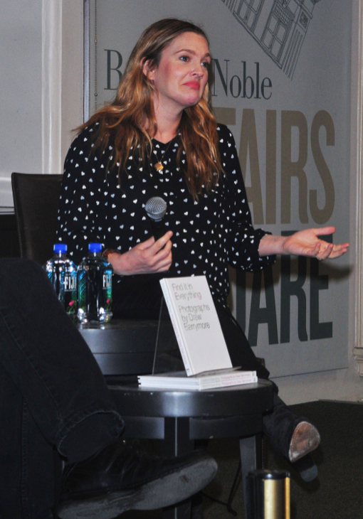Pregnant Drew Barrymore Shows off her Bump at Book Signing