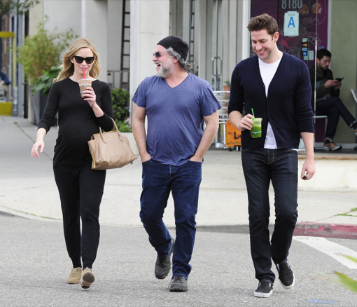 Pregnant Emily Blunt Glows While Picking Up a Healthy Smoothie