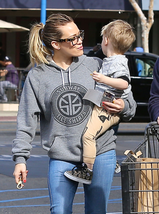 Hilary & Haylie Duff Shop At Gelson's