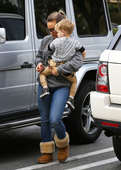 Hilary Duff & Haylie Pick Up Last Minute Super Bowl Groceries With Luca