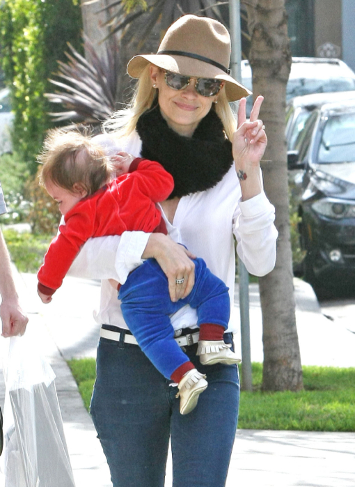 Exclusive... Jaime King & Family Out For Breakfast At Alfred Coffee & Kitchen