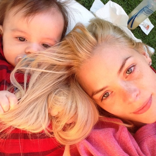 Jaime King: Day in the Sun With Her Love
