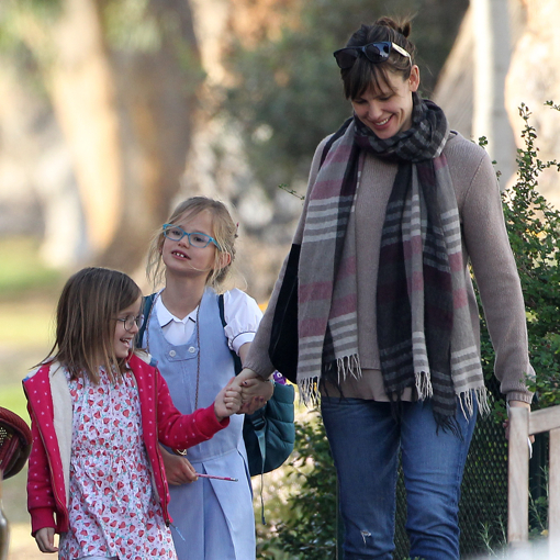 Jennifer Garner Takes Her Daughters To Lunch
