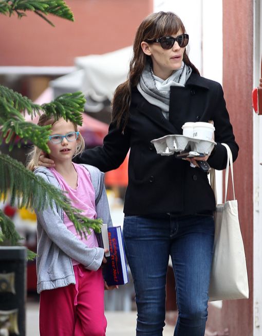 Jennifer Garner & Violet: Early Coffee Morning Run