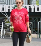 Pregnant Olivia Wilde Stops For A Smoothie