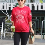 Pregnant Olivia Wilde Makes a Healthy Smoothie Stop