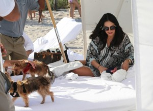 Simon Cowell & Lauren Silverman Enjoy The Beach In Miami