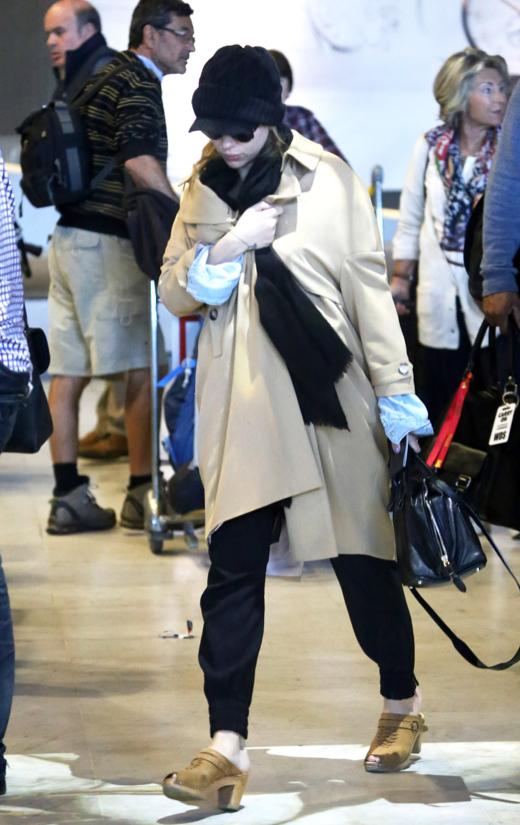 Scarlett Johansson Hides Baby Bump in Paris