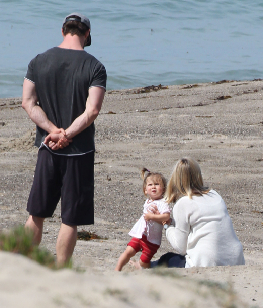 Chris Hemsworth: Beach Day With His Parents & Daughter India