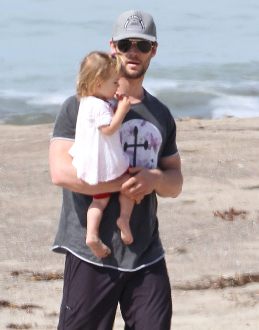 Exclusive... Chris Hemsworth & Daughter India Enjoy A Day On The Beach