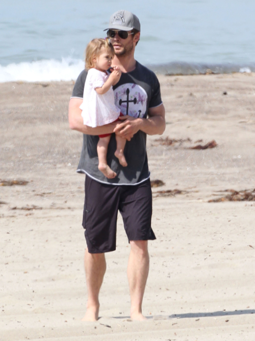 Exclusive... Chris Hemsworth & Daughter India Enjoy A Day ...