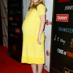 Pregnant Drew Barrymore Brightens the Red Carpet