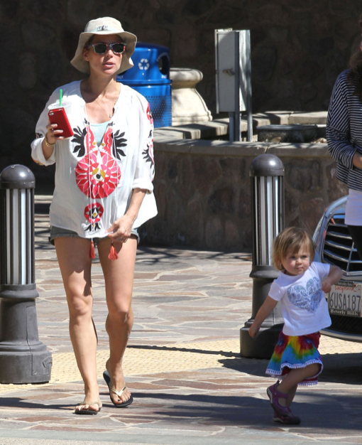 Pregnant Elsa Pataky And Daughter India Spotted Out In Malibu