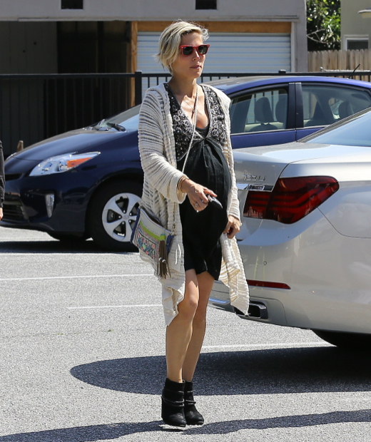 Semi-Exclusive... Pregnant Elsa Pataky Heads To The Doctor's Office
