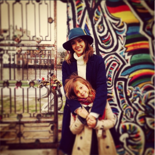 Jessica Alba & Honor at the Berlin Wall