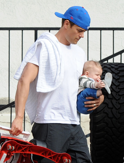 Josh Duhamel Bonds With Axl While Fergie is Out of Town