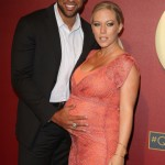 Kendra Wilkinson Shows Off Baby Bump on Red Carpet