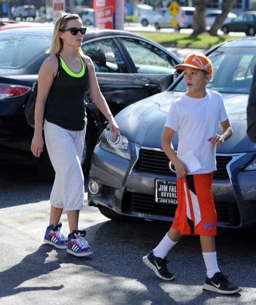Semi-Exclusive... Reese Witherspoon & Son Deacon Leaving A Gym