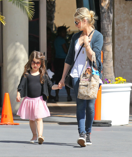 Sarah Michelle Gellar Picks Up Her Tiny Dancer