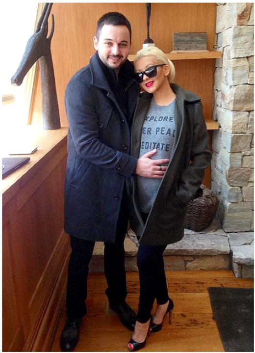 Christina-Aguilera-debuts-baby-bump