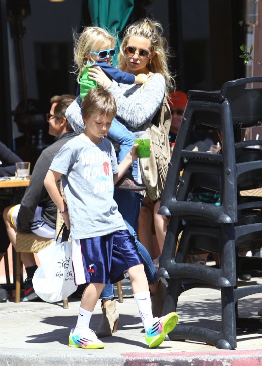 Kate Hudson Spends The Day With Her Boys