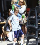 Exclusive... Kate Hudson Takes Her Boys To Lunch