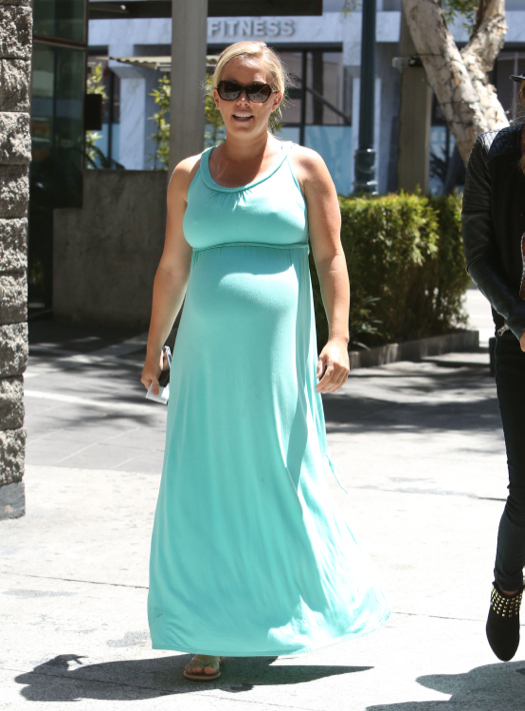 Pregnant Kendra Wilkinson Lunches In Beverly Hills