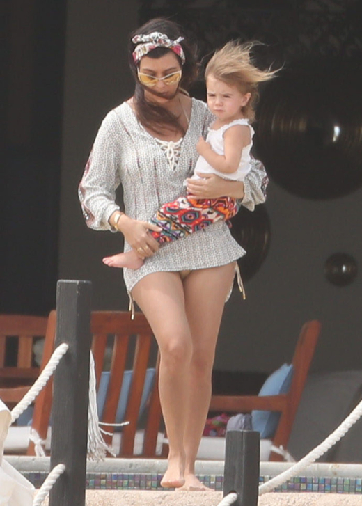 Kourtney Kardashian Celebrates Birthday With Family in Cabo