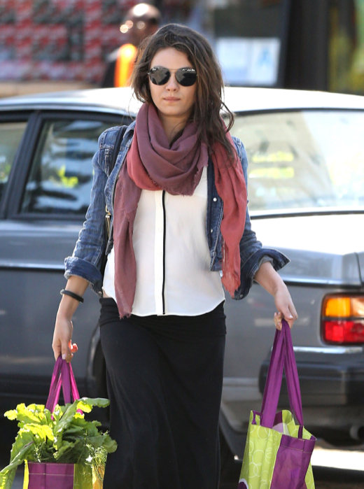 Exclusive... Pregnant Mila Kunis Shops For Groceries