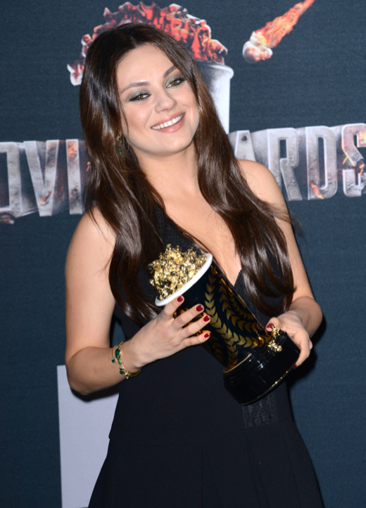 Pregnant Mila Kunis Wins a MTV Movie Award