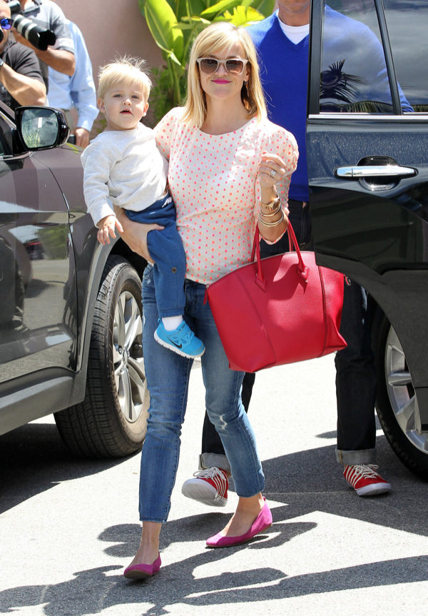 Reese Witherspoon: Family Lunch Date in Santa Monica