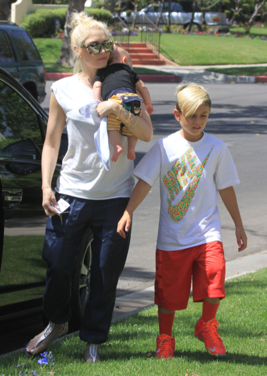 Gwen Stefani Stops By Her Parents House In Beverly Hills