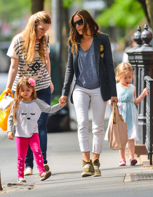 Sarah Jessica Parker Out With Her Daughters in New York