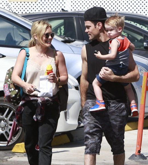 Hilary Duff & Family Out For Breakfast At La Conversation