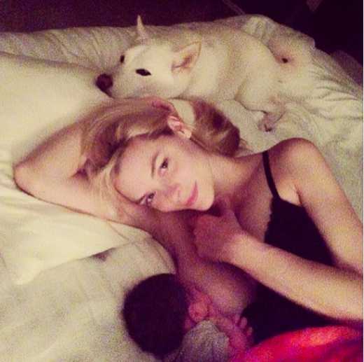 "Jaime King: ""Breastfeeding Should Not be Taboo"""