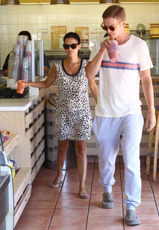 Pregnant Rachel Bilson & Hayden Christensen Stop For Smoothies