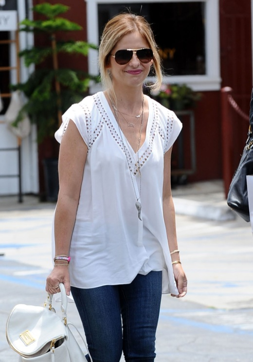 Sarah Michelle Gellar Out For Lunch In Brentwood