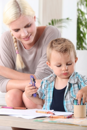 toddler-coloring-with-mom