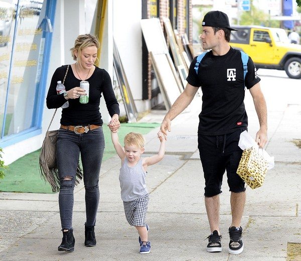 Hilary Duff, Mike Comrie and Their Son Luca Head to A Birthday Party (Photos)