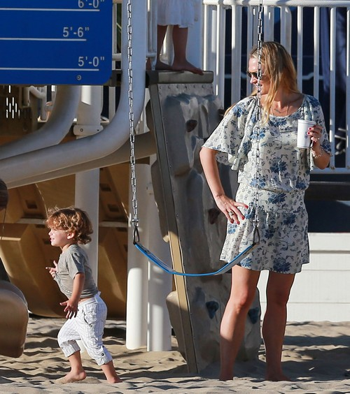 Molly Sims & Sarah Michelle Gellar Enjoy A Day At The Park With Their Children (Photos)
