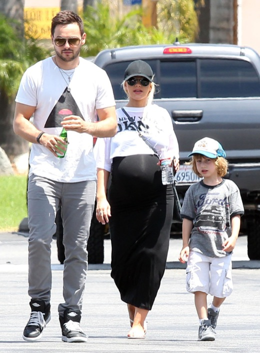 Christina Aguilera: Bumpin' Mini Golf Day
